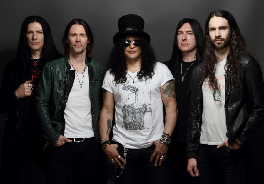 Slash (center), with his band