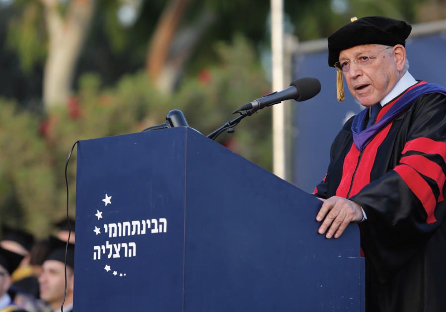 Prof. Uriel Reichman addresses a gathering at IDC Herzliya