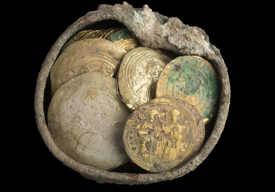 Cache of gold coins and 900-year-old gold earring found in Caesarea.