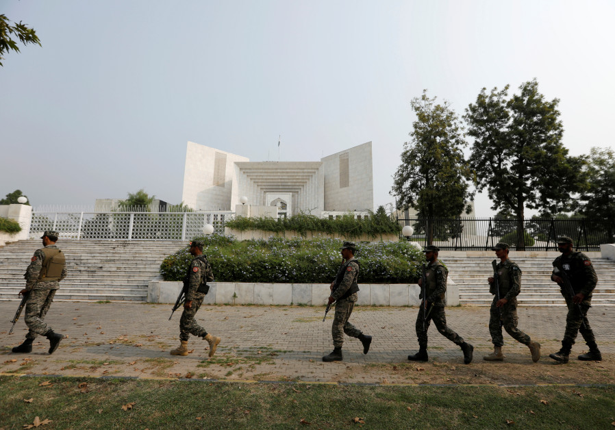 Rangers arrive at the Supreme Court in Islamabad, Pakistan, 2018.