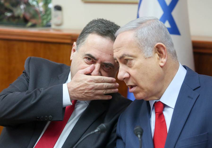 Israel Katz (L) whispers to Prime Minister Benjamin Netanyahu (R) during a cabinet meeting