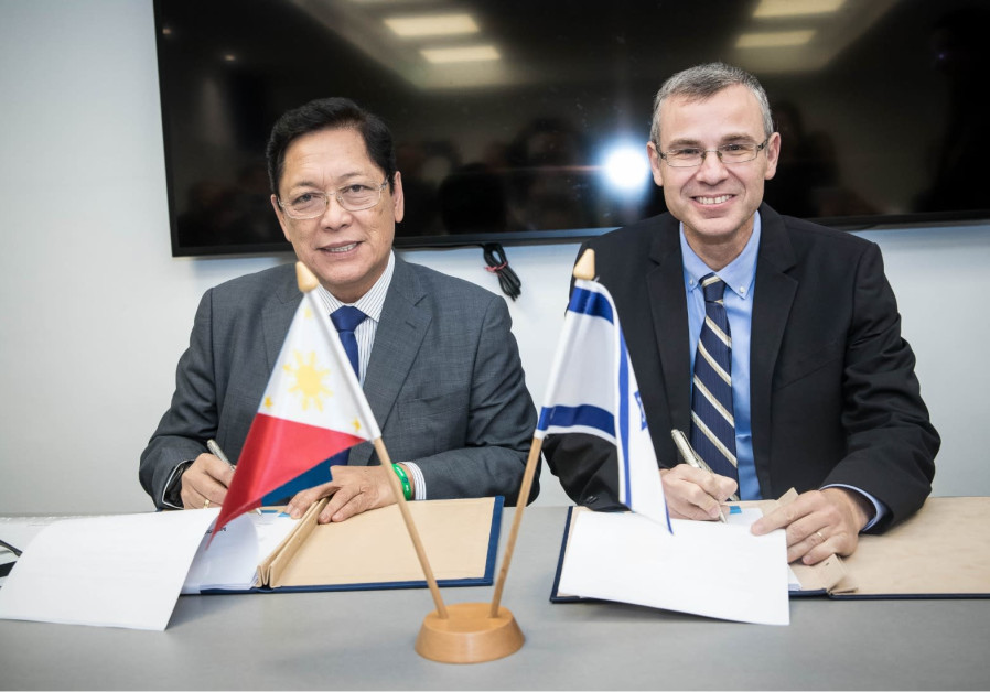 Minister of Tourism Yariv Levin (R) and Philippines Labor and Employment Minister Silvestre Bello si