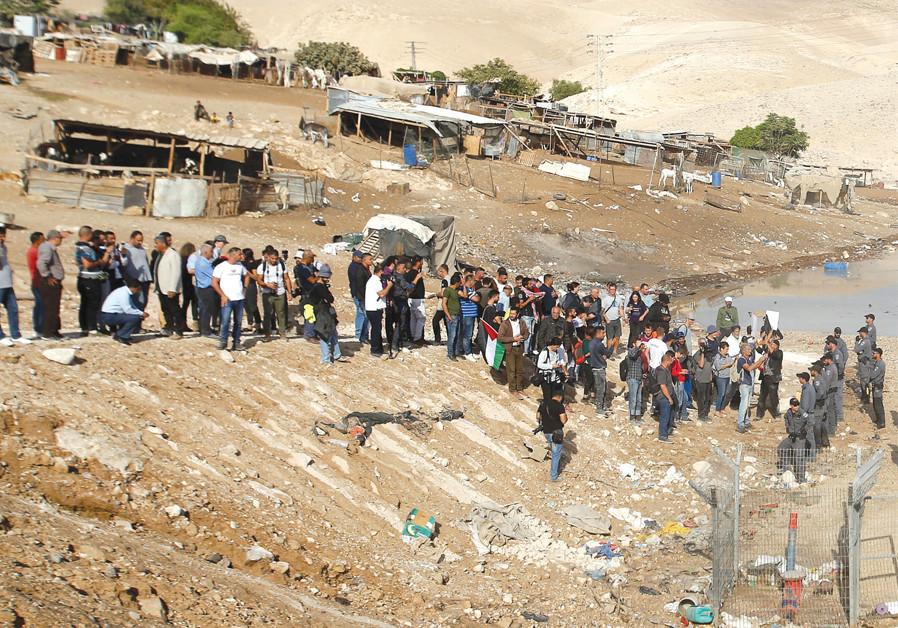 Netanyahu wants to delay Khan Al-Ahmar evacuation
