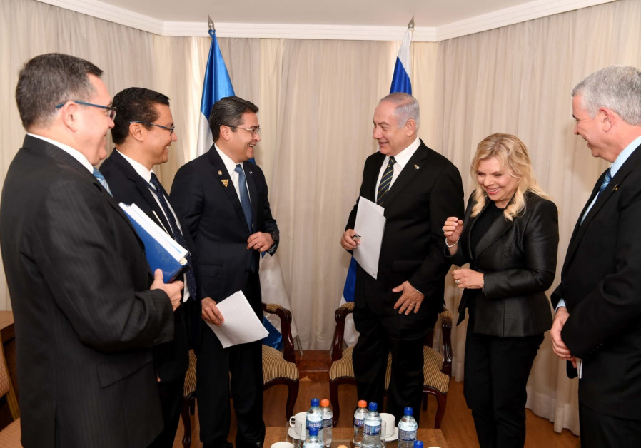 PM Netanyahu in a tripartite meeting with Mike Pompeo and Honduran President Hernandes.