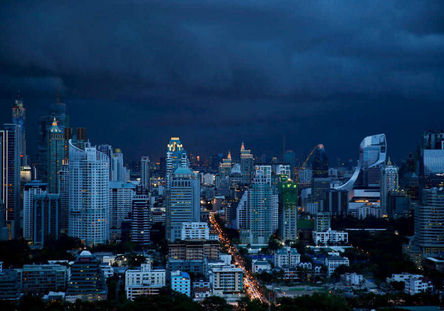 Foreign Ministry warns Israeli tourists of impending typhoon in Thailand