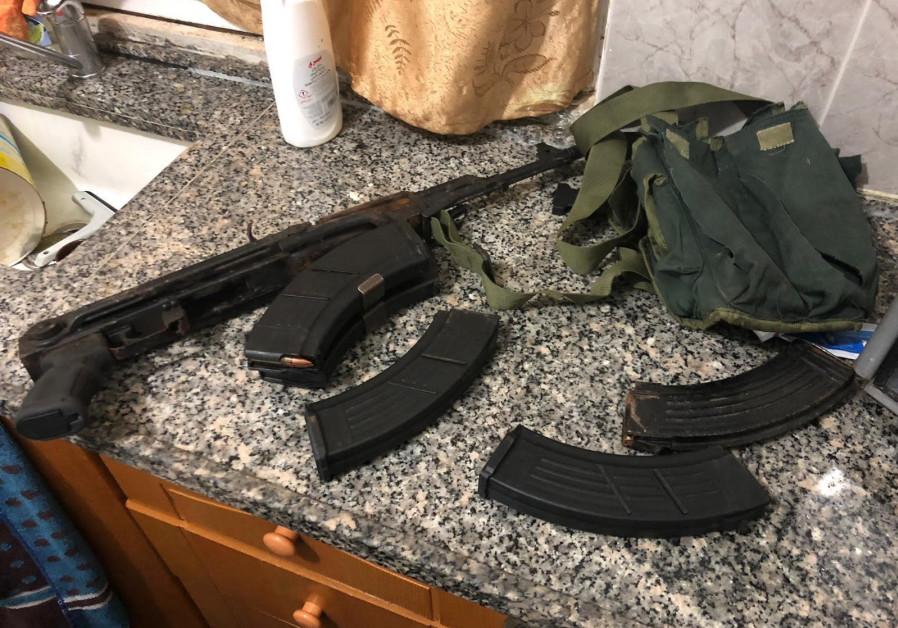 Un fusil Kalachnikov et des munitions saisis lors de l'arrestation de Givat Asaf par balle
