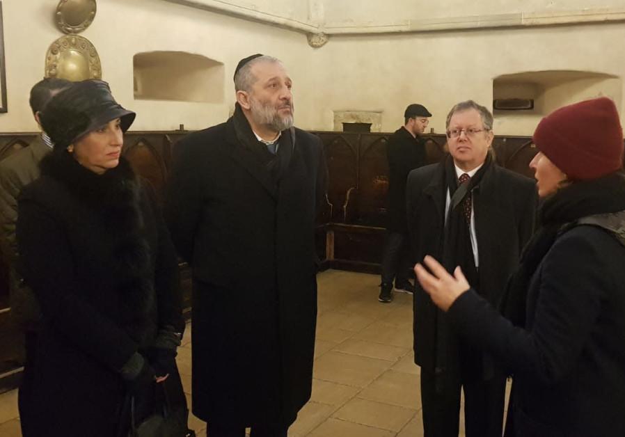 Deri visits one of Europe's oldest synagogued on official visit to Prague.