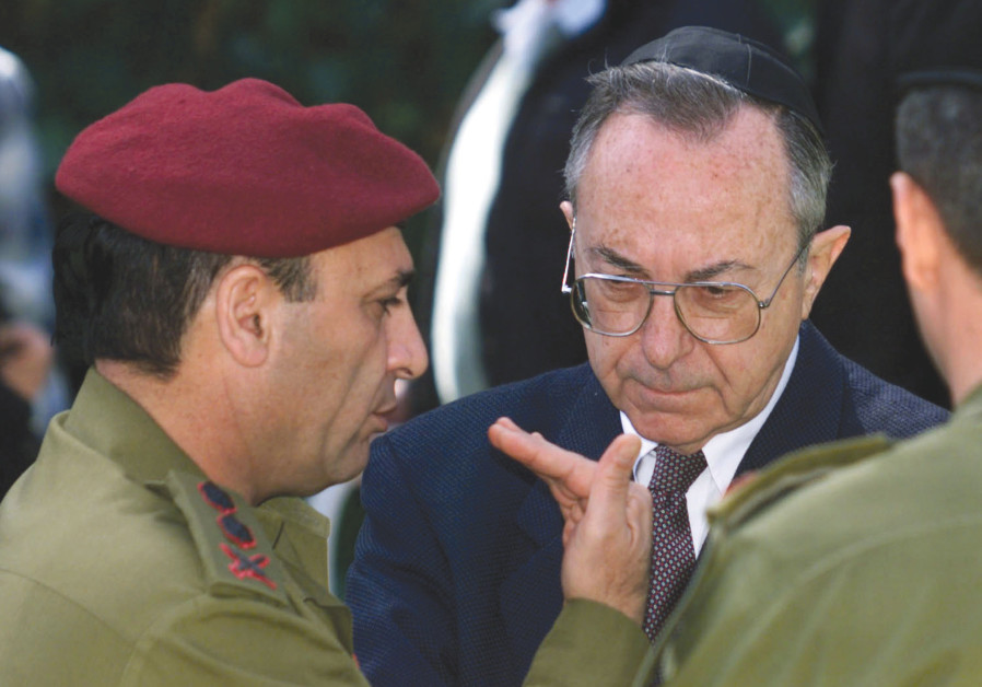 FORMER DEFENSE Minister Moshe Arens (center) listens to army former chief of staff Shaul Mofaz durin