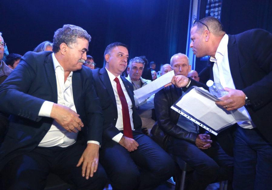 MK EITAN CABEL confronts Labor leader Avi Gabbay with a polygraph test proving that Gabbay lied.