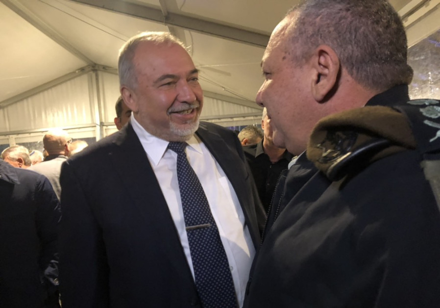 Avigdor Liberman (L) greets Gadi Eisenkot (R) at a ceremony marking the completion of his tenure