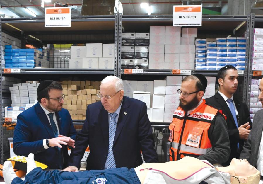 PRESIDENT REUVEN RIVLIN learns about United Hatzalah's lifesaving techniques