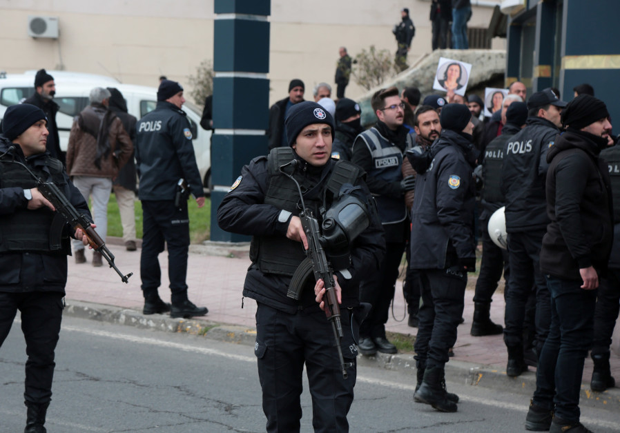 Kurdish protesters sack Turkish base in northern Iraq