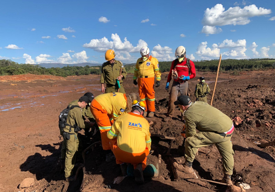 Israeli aid delegation pulls bodies from the ruins in Brazil [PHOTOS]