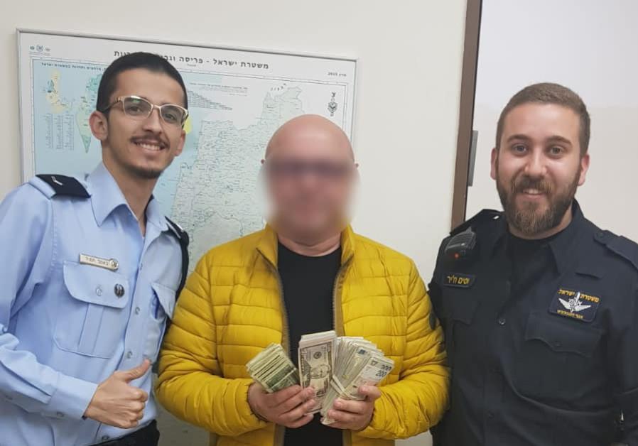 Police return stolen money to tourist before flight.