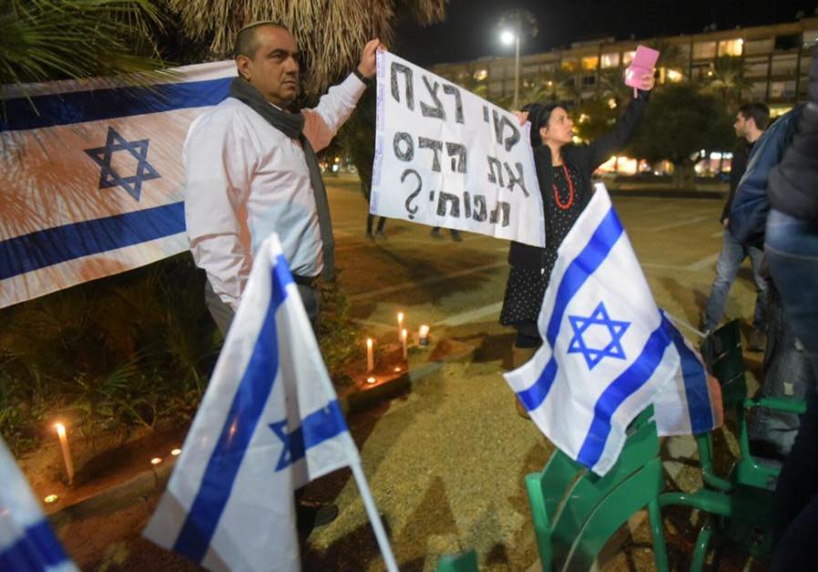 Manifestation contre le suspect du meurtre d'Ori Ansbacher, arrêté près de Ramallah.