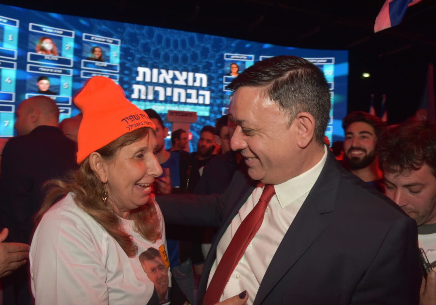 Labor leader MK Avi Gabbay meets with supporters in Tel Aviv at the party primaries February 11, 2019