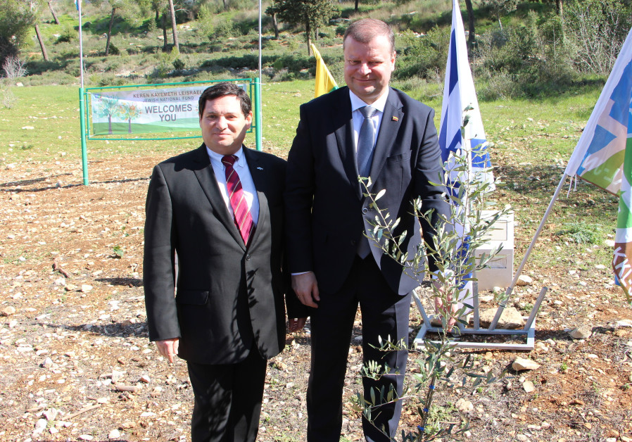 Lithuanian Prime Minister Saulius Skevernelis (right), with KKL-JNF's Euro-Asian Department Director