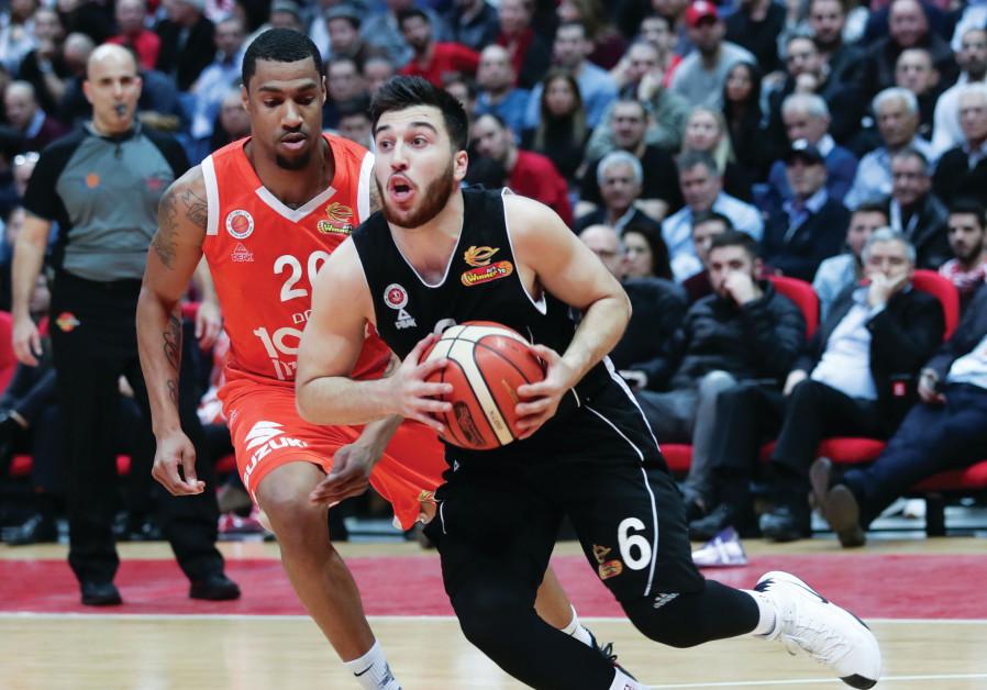 HAPOEL JERUSALEM guard Tamir Blatt drives to the basket against Maccabi Rishon Lezion