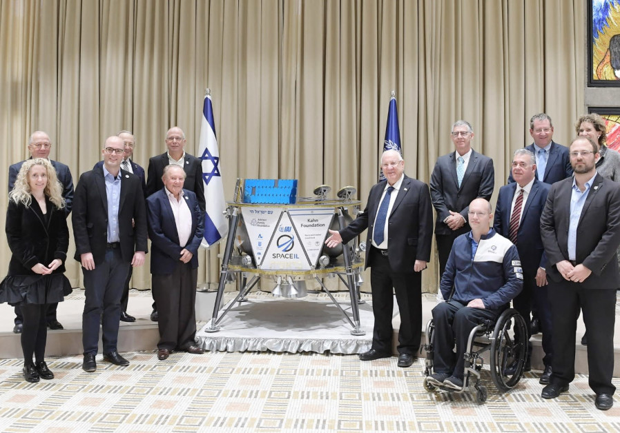 Reuven Rivlin (C) at a ceremony with a probe that will be sent to the moon, February 17th, 2019