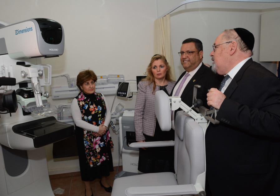 Jerusalem Mayor Moshe Lion (C) views a 3Dimensions™ Tomosynthesis System