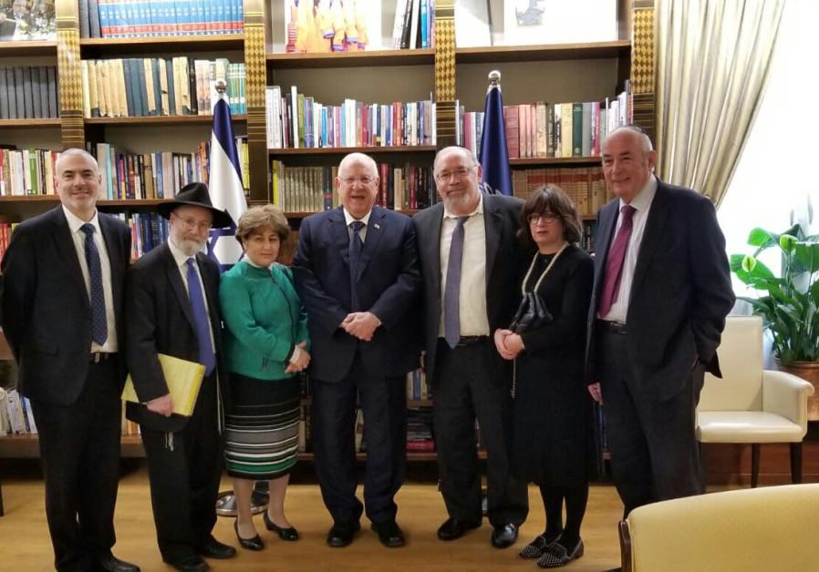 President Reuven Rivlin (C) meets the team (Courtesy)
