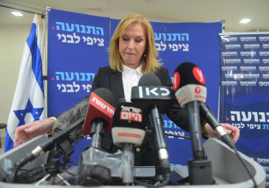 Tzipi Livni takes the podium at a press conference announcing her resignation from politics