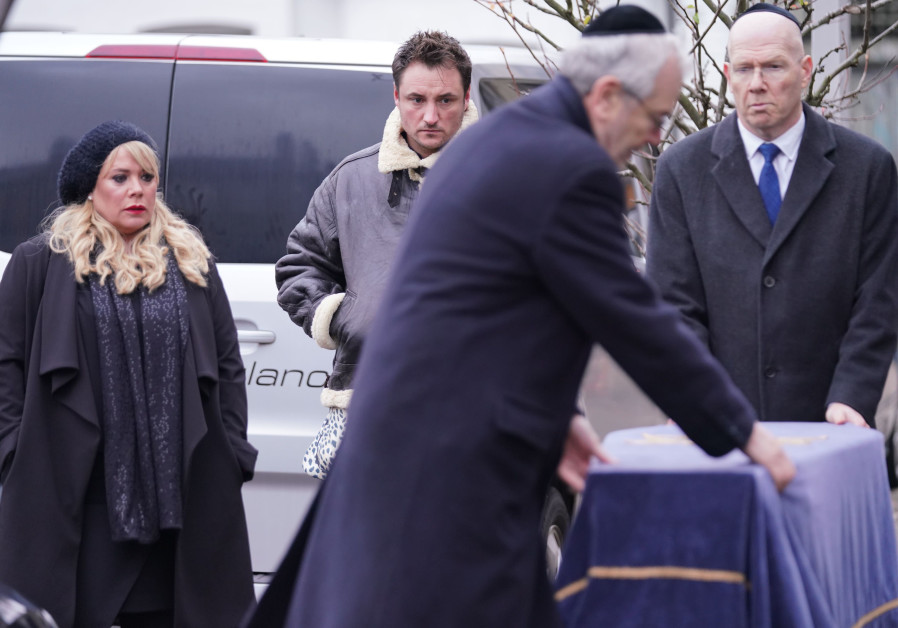 'Eastenders' bids goodbye to beloved Jewish character