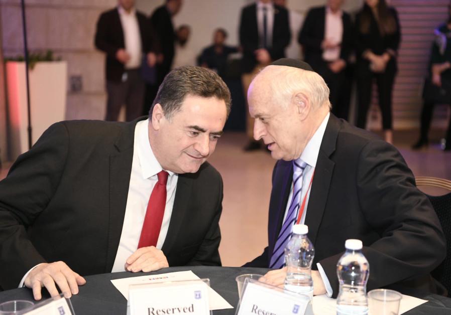 Acting FM Israel Katz confers with COP Executive VP/CEO Malcolm Hoenline. (Avi Hayun)