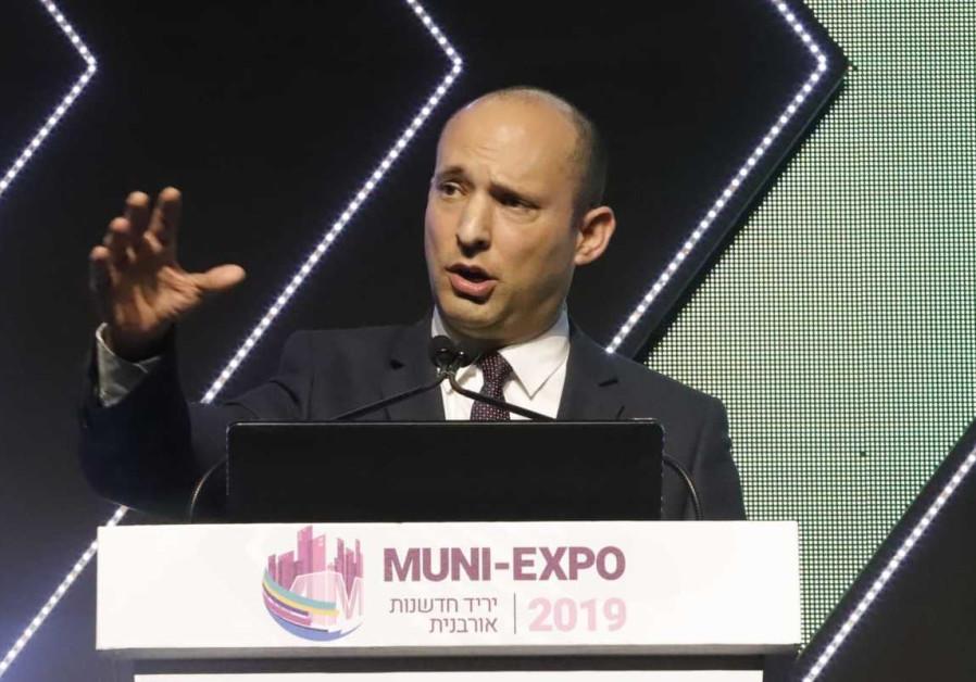 Naftali Bennett speaks at a conference, February 27th, 2019 (Eitan Elhadaz/TPS)