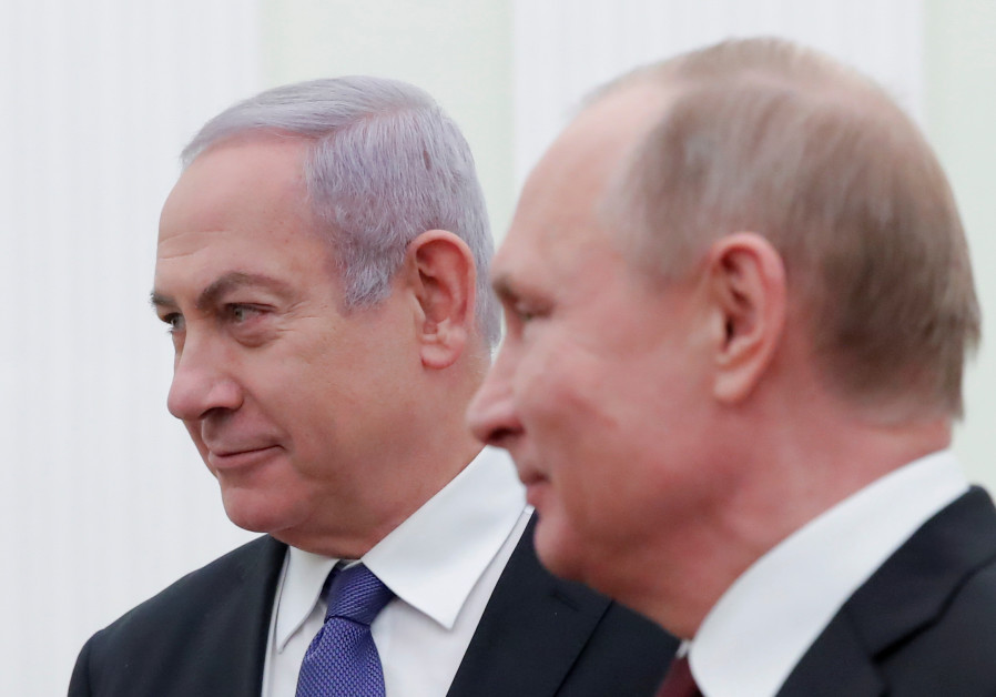 Prime Minister Benjamin Netanyahu (L) attends a meeting with Russian President Vladimir Putin at the