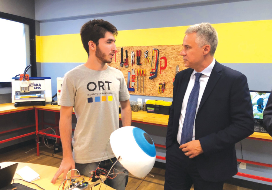 WORLD ORT director-general and CEO Avi Ganon meets a technology studentin Rio De Janeiro, Brazil.