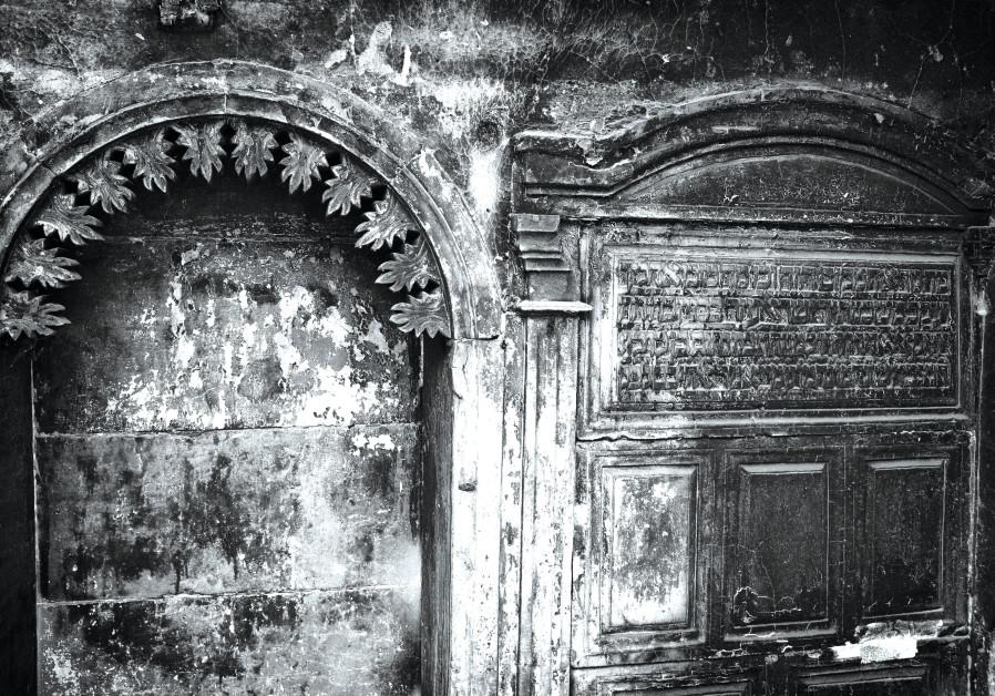 Hebrew inscriptions on the wall, near the Great Mosque of al-Nuri. (Eddy van Wessel)