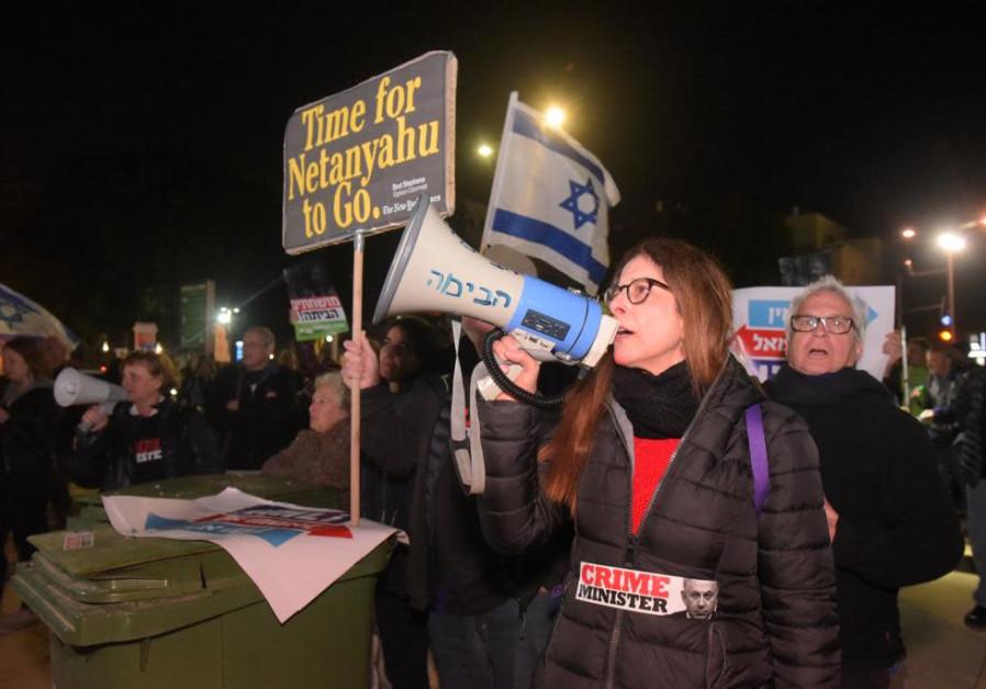 Hundreds call on Netanyahu to resign at Tel Aviv protest