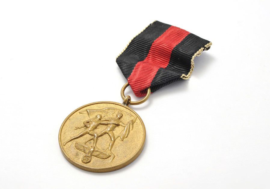 A Nazi medal issued to Oskar Schindler (Credit: RR Auction)