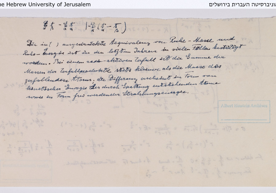 Einstein's notes on the physics of the atomic bomb and nuclear reactor