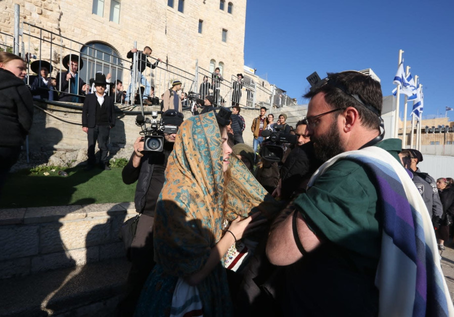 Orthodox demonstrators attack Women of the Wall at Kotel prayer