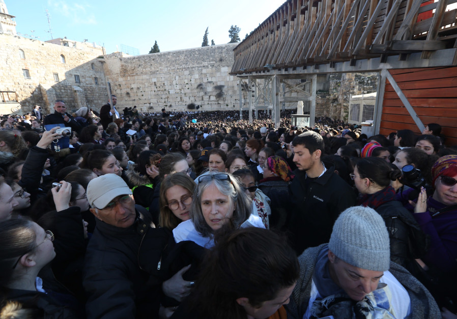 Women of the Wall clashing with Orthodox worshipers