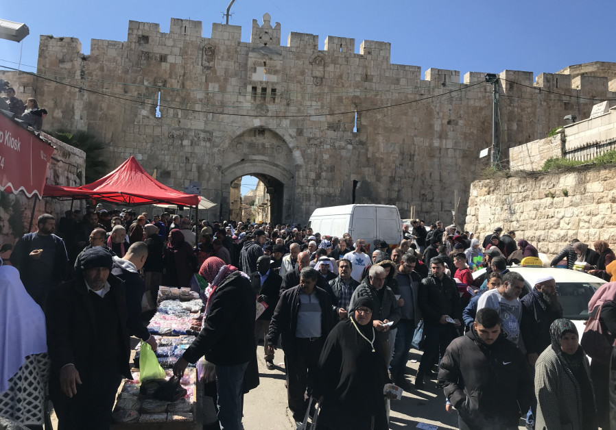 Thousands leave Jerusalem's Lions Gate after prayers Friday