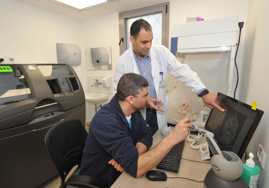 Galilee Medical Center doctors use the 3D laboratory