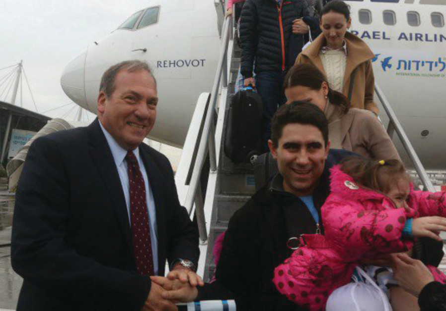 RABBI YECHIEL ECKSTEIN greets new olim who arrived in Israel in 2015 on a IFCJ-funded flight