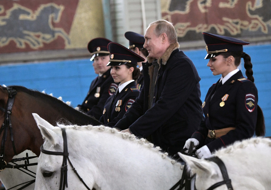 Putin meeting with Russian policewomen on Women's Day (Sputnik Photo Agency/REUTERS)