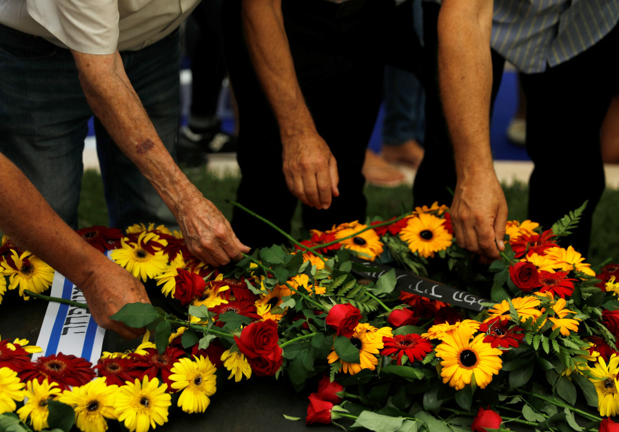 Assaf Walden, 35, grandson of Shimon Peres, dies