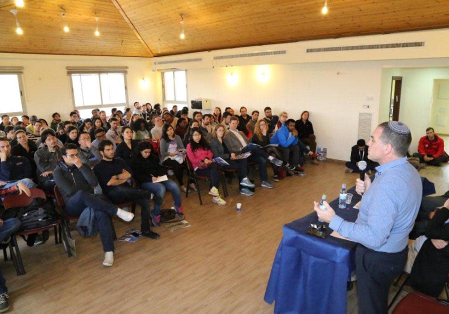 Oded Revivi speaks to a visiting delegation