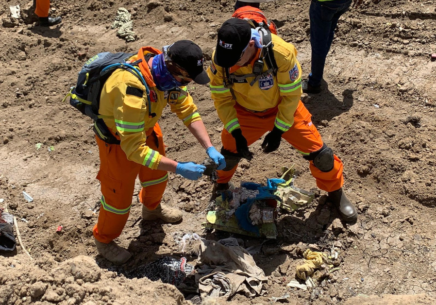 Volunteers search Ethiopian Airlines crash site for Israeli victims