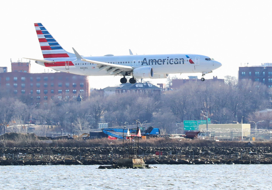 An American Airlines Boeing 737 Max 8, on a flight from Miami to New York City, comes in for landing