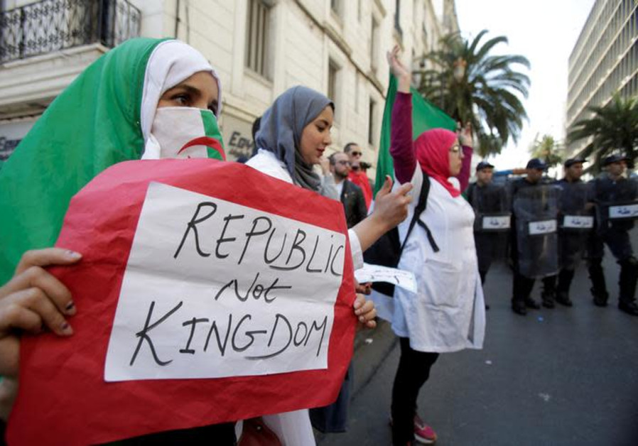 Algerians continue to protest, seeking new political system