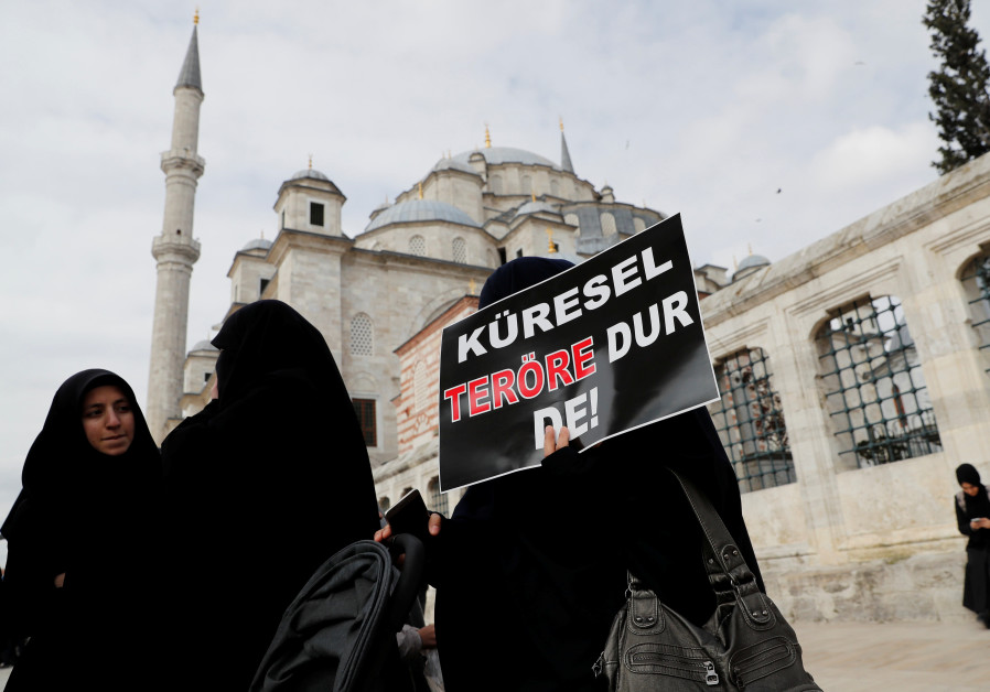 Istanbul women demonstrate to protest the Christchurch mosque attack in NZ, 2019.
