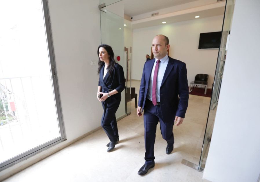 New Right co-leaders Naftali Bennett (R) and Ayelet Shaked (L) enter a press conference in Tel Aviv