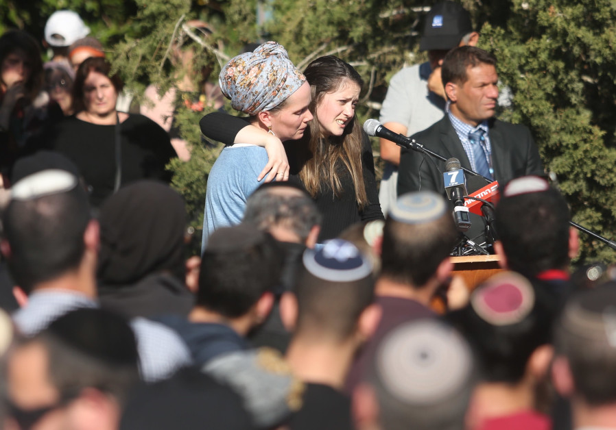 Efrat Ettinger (R) delivers a eulogy for her father, Rabbi Ahiad Ettinger