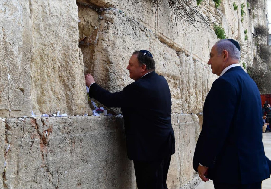 30 seconds with Pompeo at the Western Wall - watch